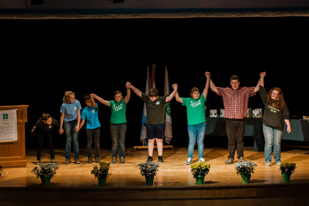 Group taking a bow at 4-H Weekend 17