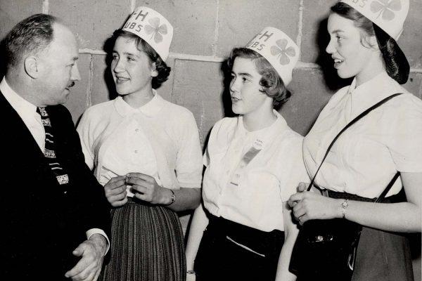 1955-4hNS-hats